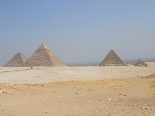 4pyramids2.jpg